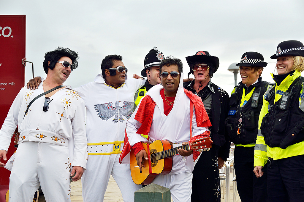 A-CH-140619190222-1-Elvises with police